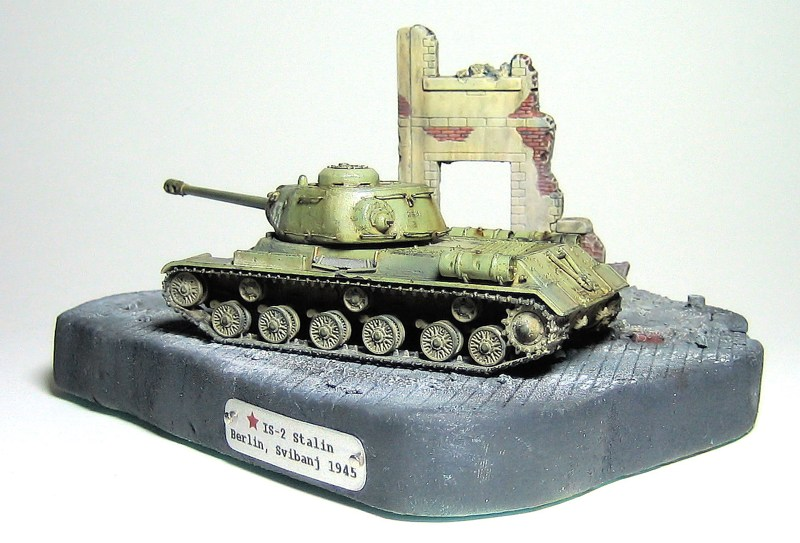 IS-2 Stalin_1